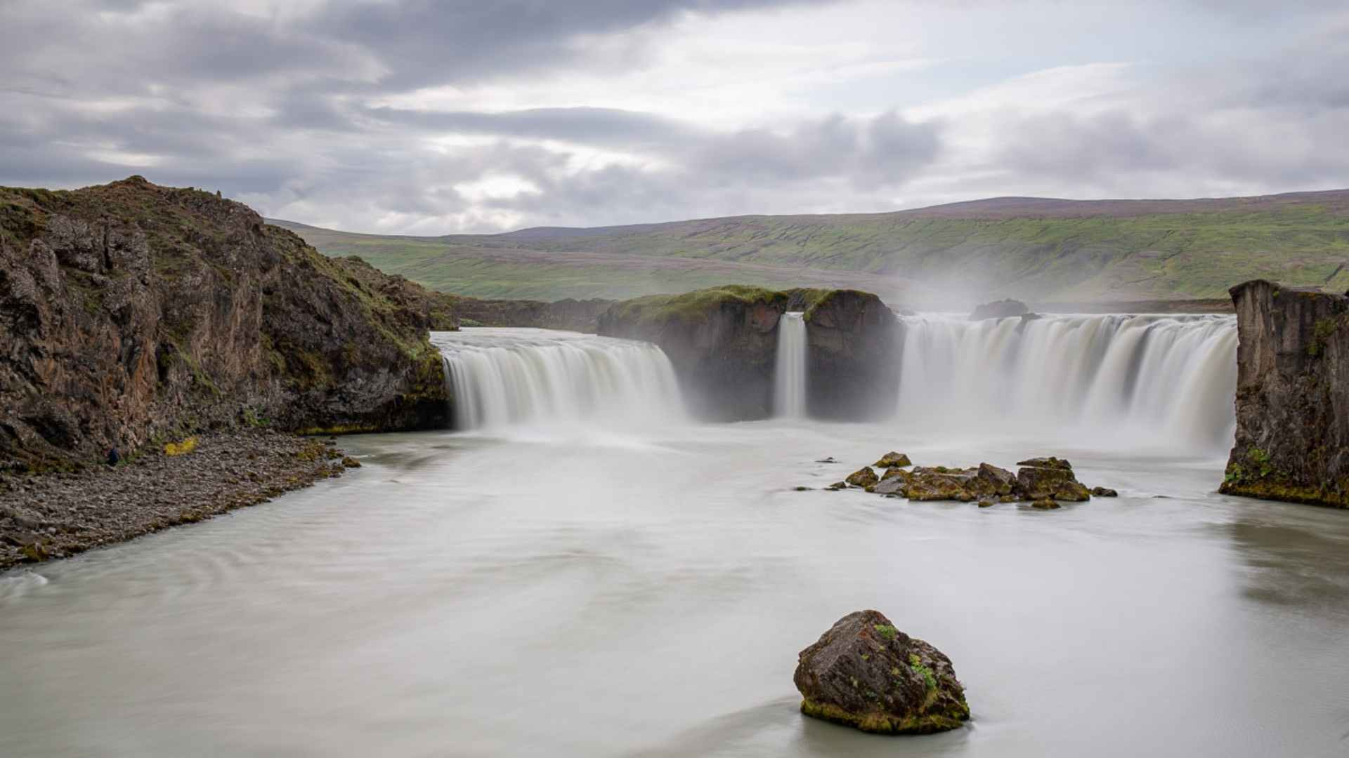Goðafoss Waterfall, Iceland beautiful waterfalls