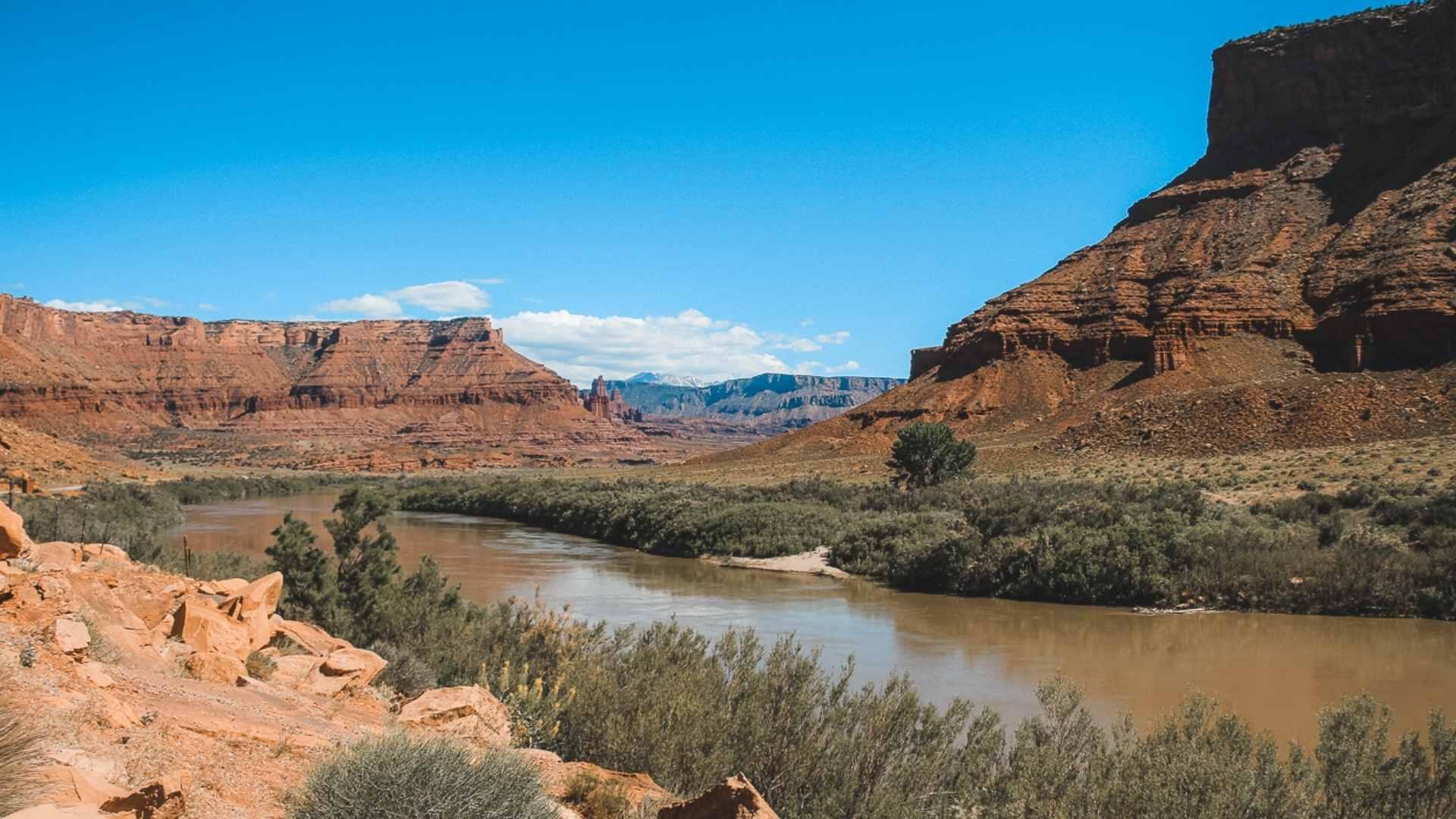 friend road trip Moab, Utah